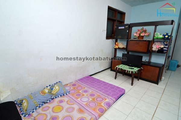 Novi Homestay Malang - Kamar