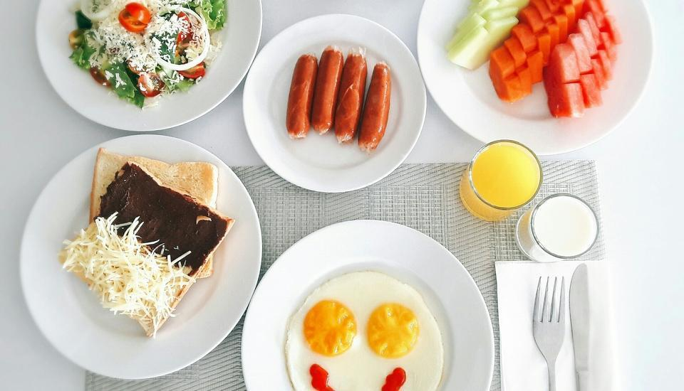 Max One Hotel Bandung - Meals