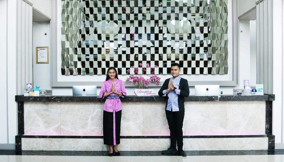 Shakti Hotel Bandung - Receptionist