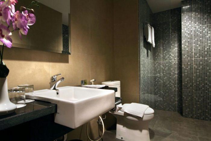 Core Hotel Yogyakarta - toilet