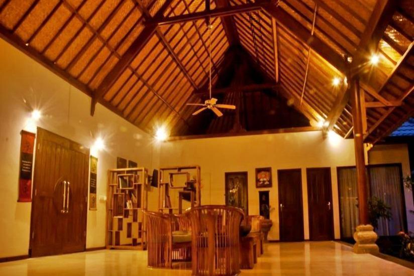 Junjungan Suite Villa Bali - Ruang tamu