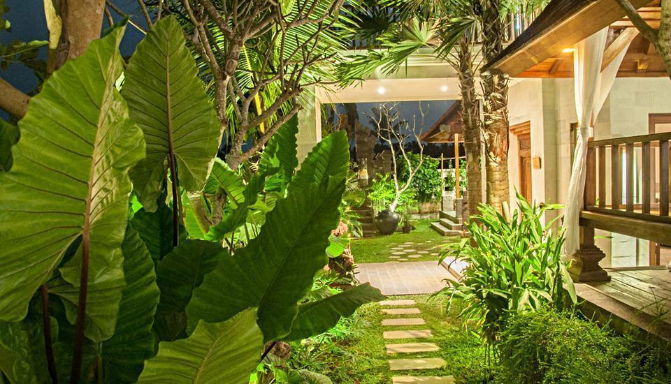 Dewarka Villa Bali - Taman