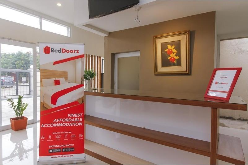 RedDoorz near Universitas Pelita Harapan Karawaci Tangerang - Lobby