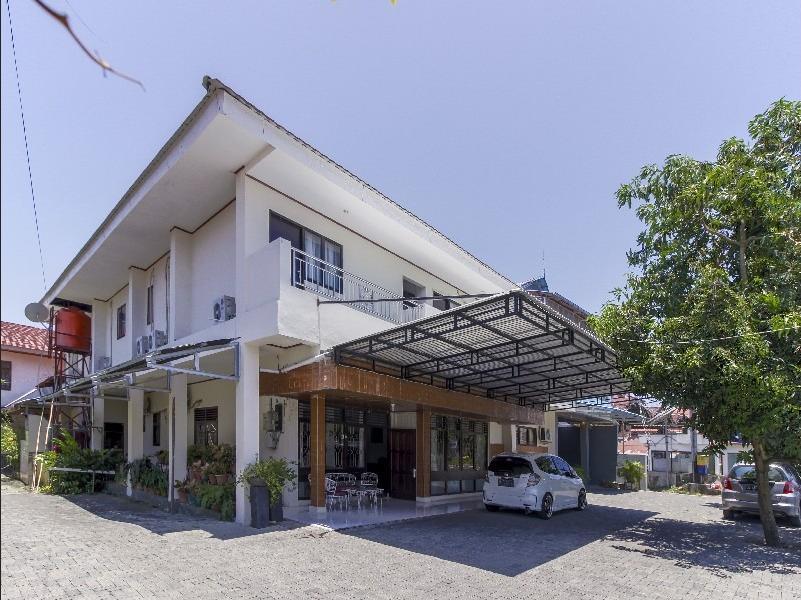 Jopes Homestay Manado - Exterior