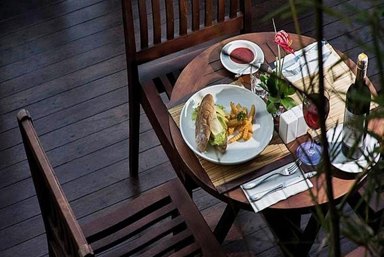 Park Regis Kuta - Makanan