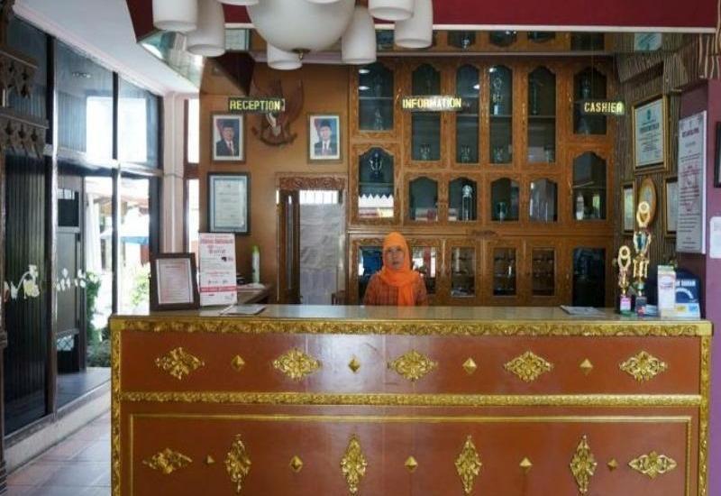 Hotel Samudera Dwinka Bengkulu - Receptionis