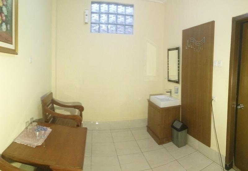 Hotel Sebelas Bandung Bandung - Meja dan kursi