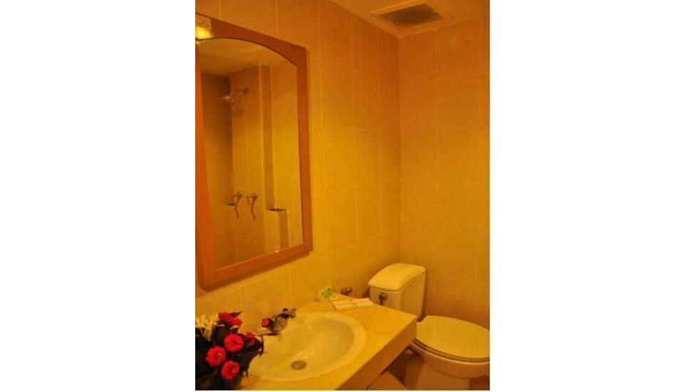 Hotel Patra Comfort Parapat Parapat - Bathroom
