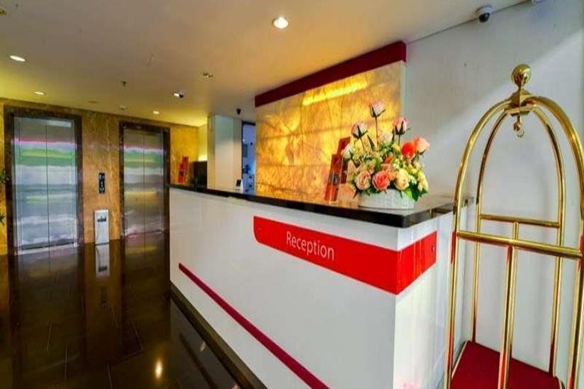 D' Hotel Jakarta - Resepsionis