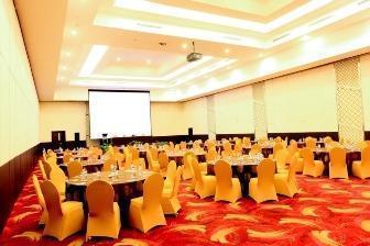 Grand Clarion Kendari - Ballroom