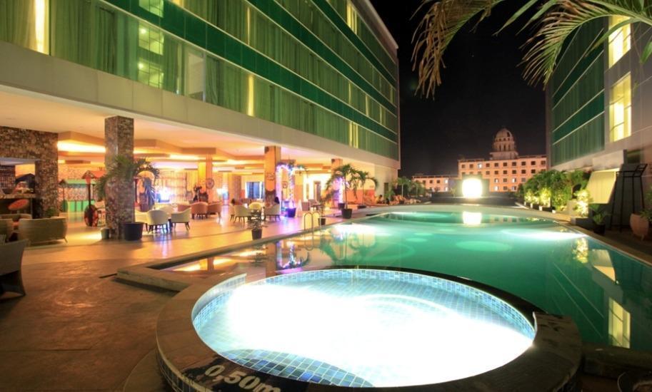 Grand Clarion Kendari - Sky pool bar