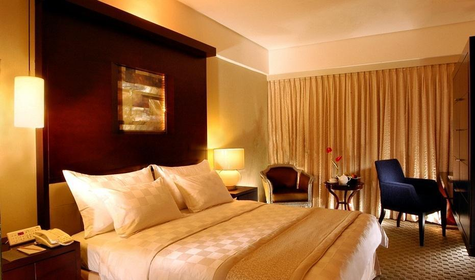 Hotel Grand Kemang - Deluxe queen Room Only Regular Plan