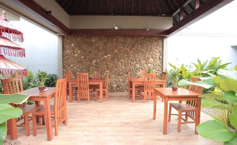 RedDoorz near Lio Square Bali - Eksterior