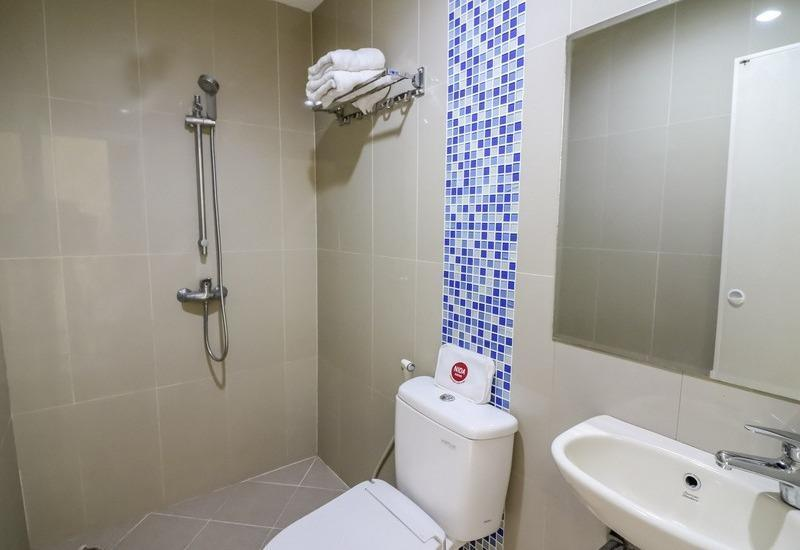 NIDA Rooms Makassar Town Square - Kamar mandi