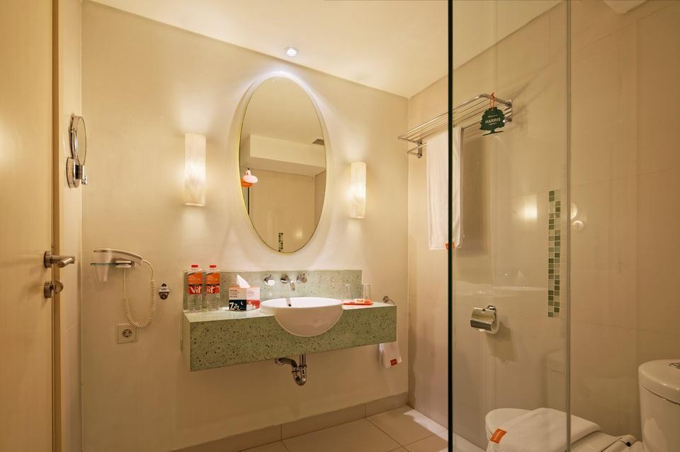 Hotel HARRIS Kelapa Gading - Bathroom