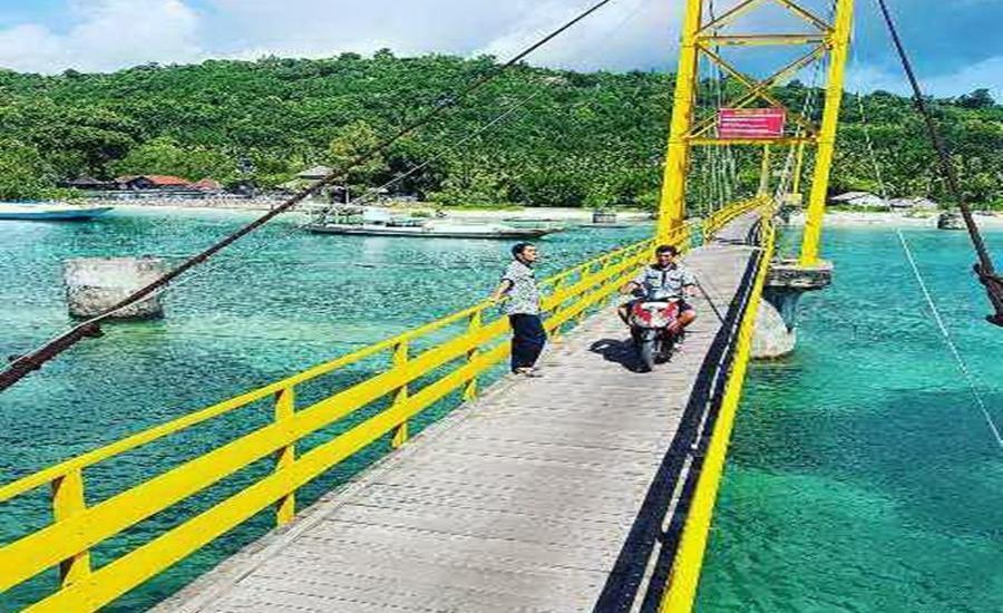 Dmas Huts Lembongan Bali - Yellow Bridge