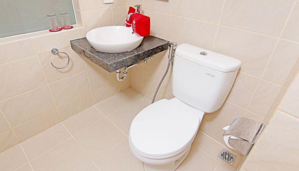 ZenRooms Bunut Sari Legian - Kamar mandi