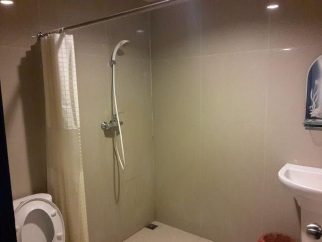 NIDA Rooms Haryono 164 Kendari - Kamar mandi