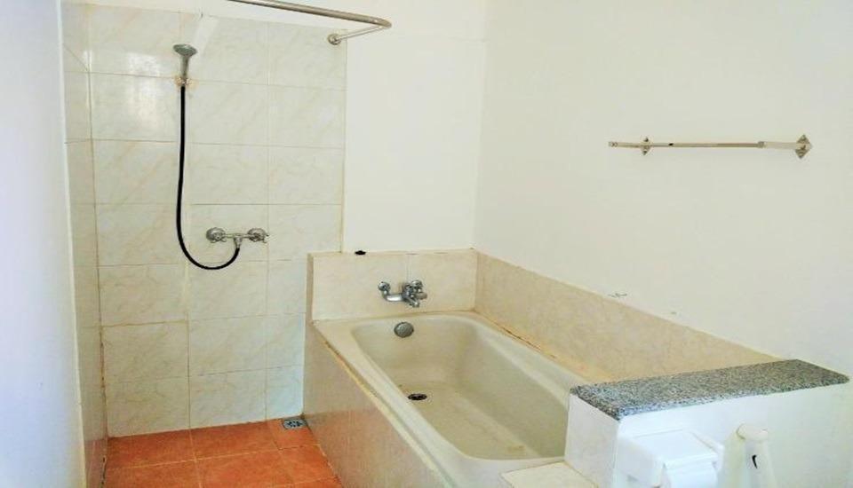 Minak Jinggo Hotel Banyuwangi - Bathroom Suite