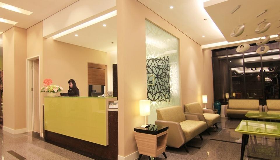 Royal City Hotel Jakarta - Receptionist