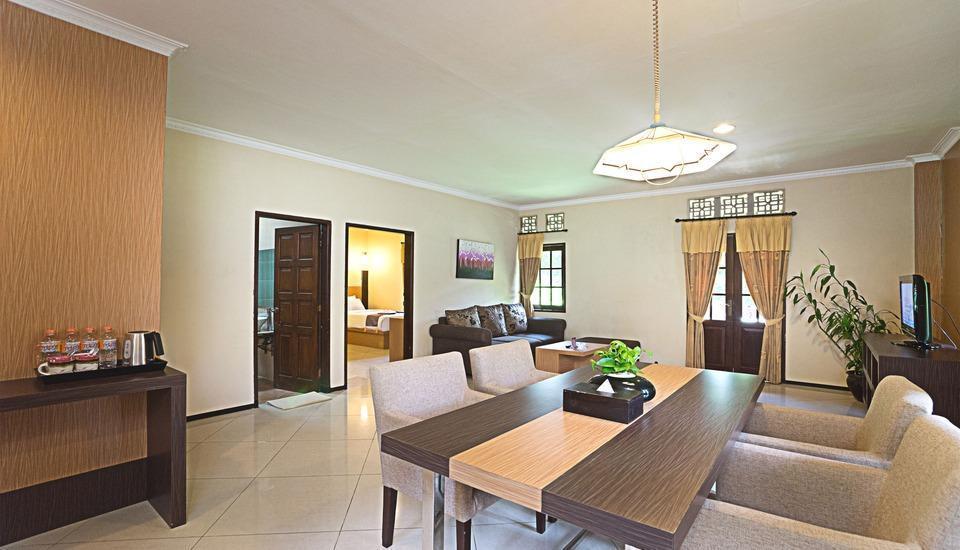 Royal Orchids Garden Hotel Malang - Kamar Dendro White ruang keluarga