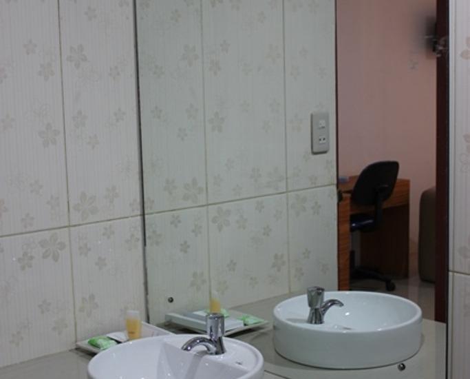 Royal Parbina Hotel Pematangsiantar - Kamar mandi