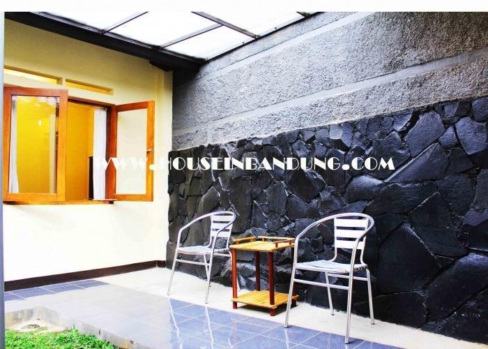 De Orange Pasteur Guest House Bandung - Teras