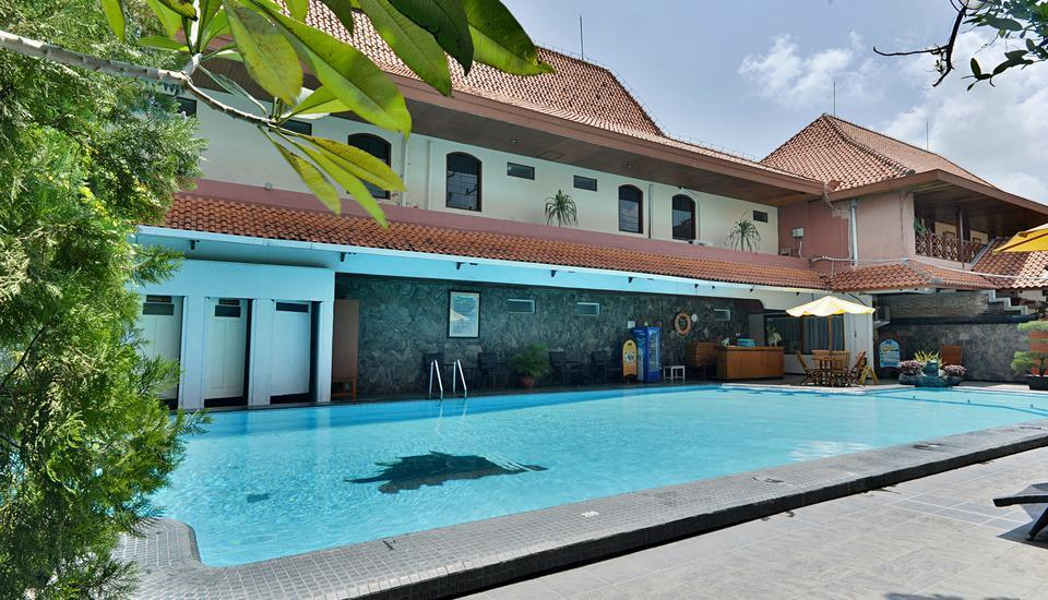 ZenRooms Jogja Cendrawasih Yogyakarta - Kolam Renang