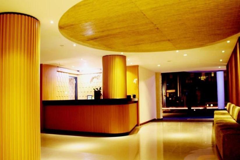Grand La Villais Hotel & Spa Seminyak - Resepsionis
