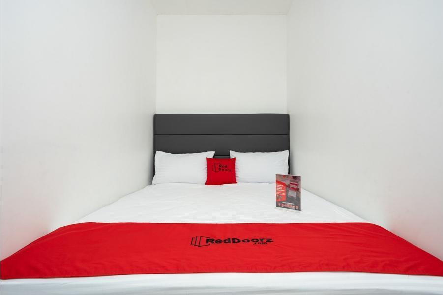 RedDoorz Plus near Danau Sunter Utara Jakarta - RedDoorz Room with Breakfast Regular Plan