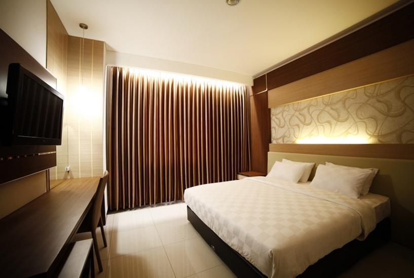 Hotel Harmoni Tasikmalaya - Deluxe Queen Room With Breakfast Regular Plan