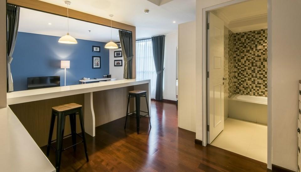 Yan's House Hotel Kuta - Premier Room - Eclectic Living Regular Plan