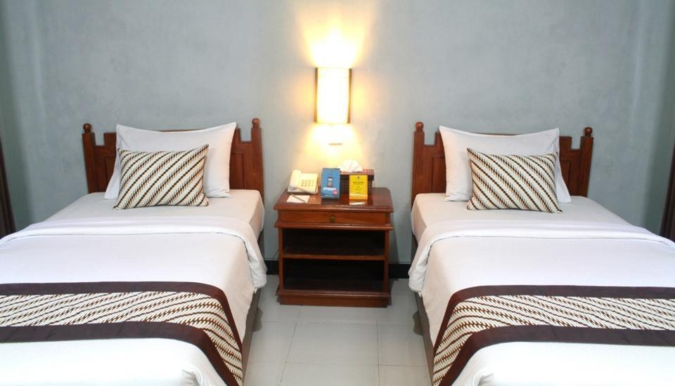 Cakra Kusuma Hotel Yogyakarta - Standard Room - With Breakfast Regular Plan