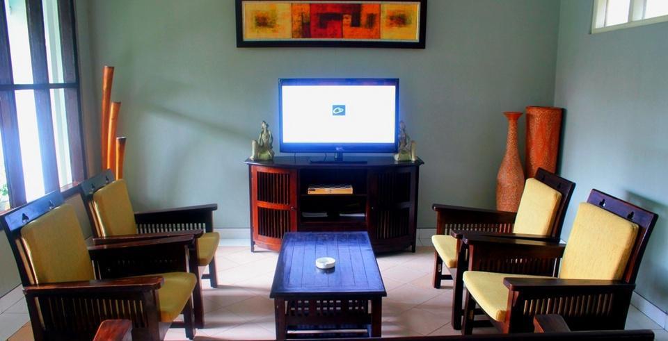 Cakra Kusuma Hotel Yogyakarta - Kana Lounge