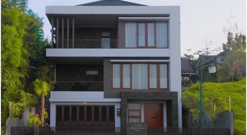 3 BR With Pool Villa Dago City Views Bandung - Appearance