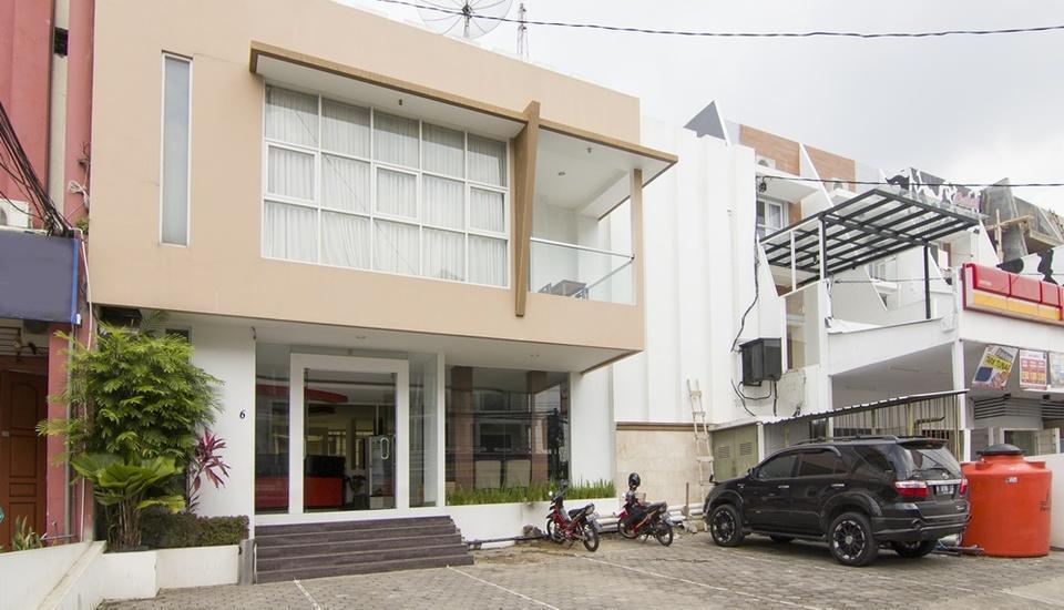 RedDoorz Plus near Universitas Diponegoro Semarang - Guest House