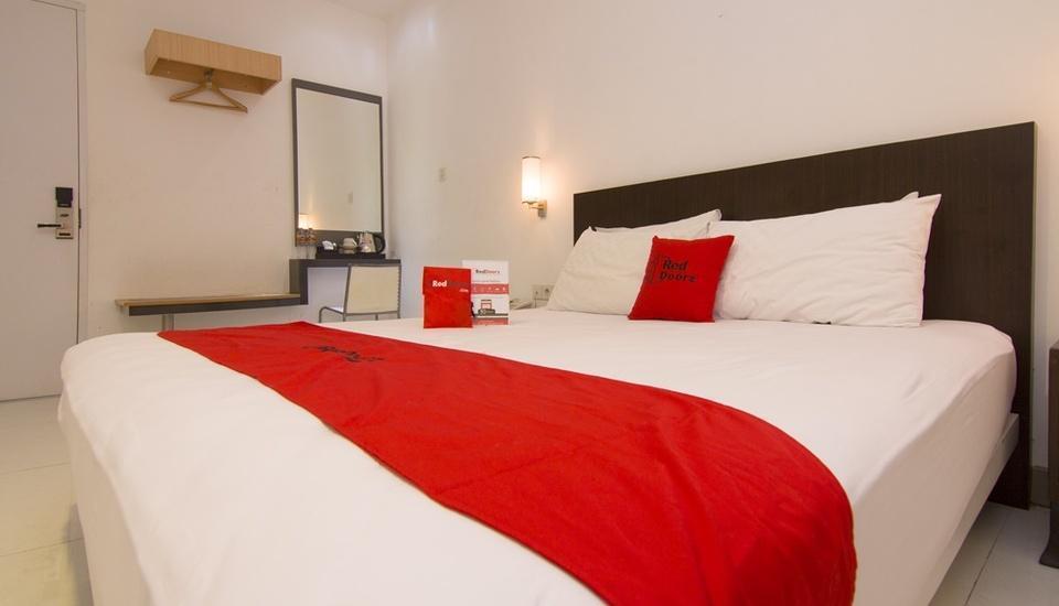 RedDoorz Plus near Universitas Diponegoro Semarang - Bedroom