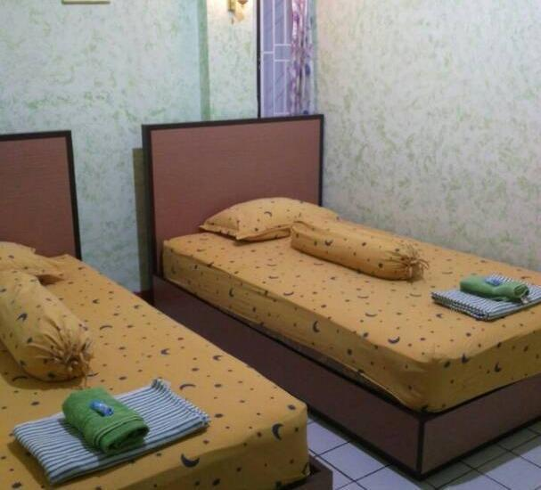 Yani Homestay Padang - Guest Room