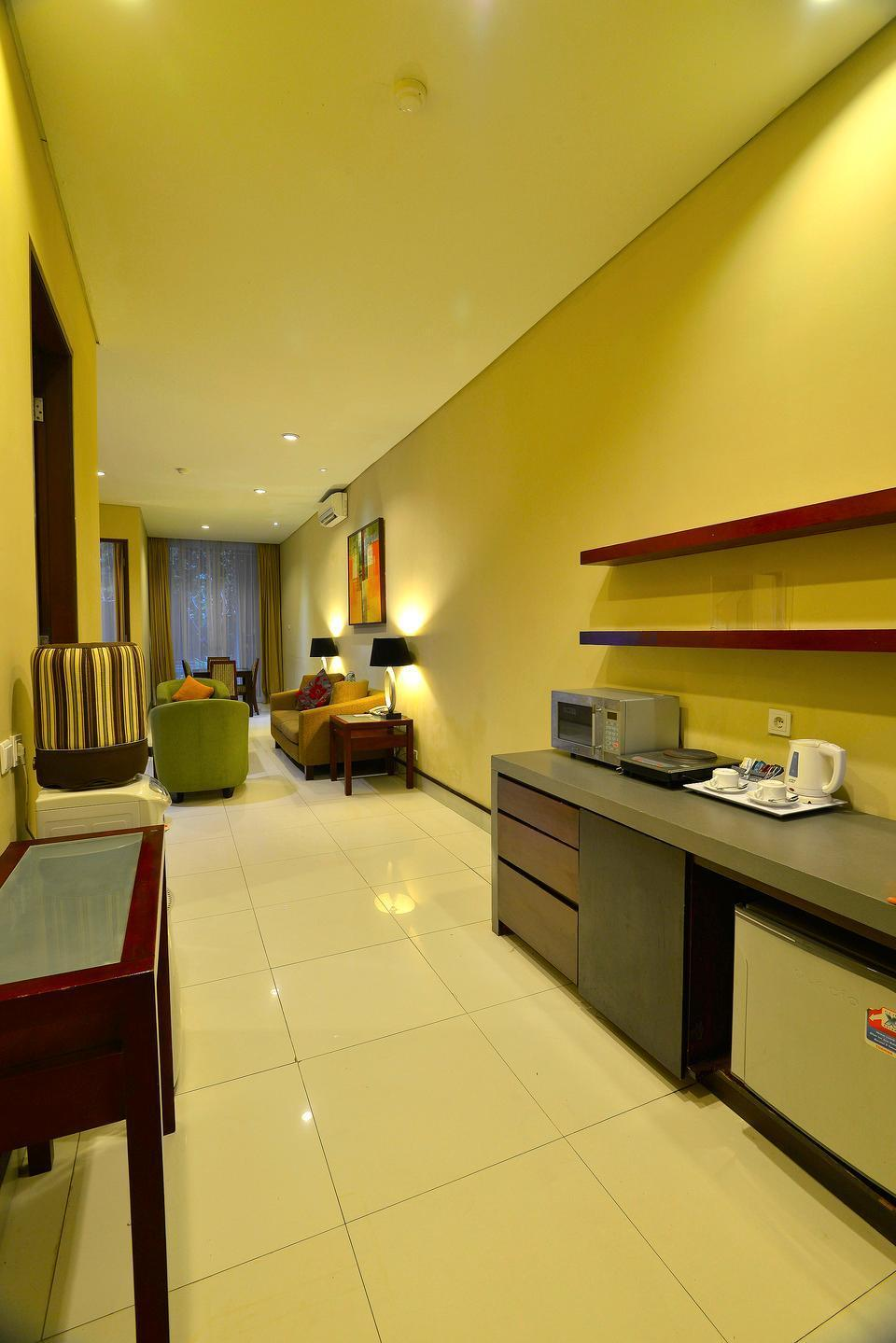 100 Sunset Boutique Hotel Bali - Family Suite Kitchenete