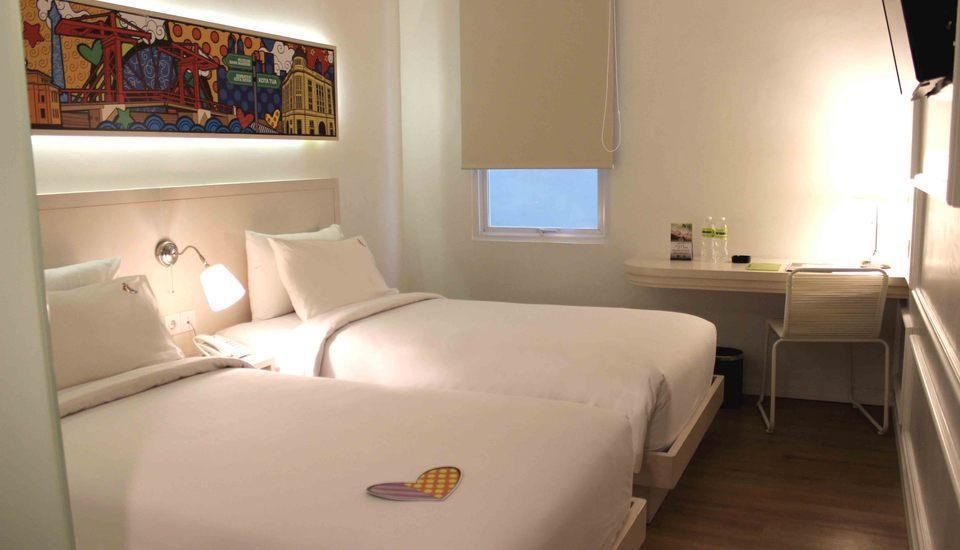 MaxOneHotels Glodok - Happiness Twin Bed