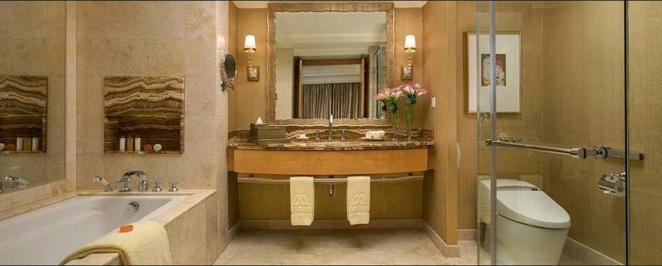 Hotel Mulia Senayan - Bathroom