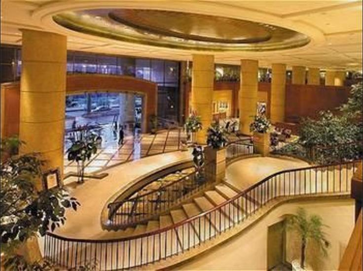 Crowne Plaza Hotel Jakarta - Staircase
