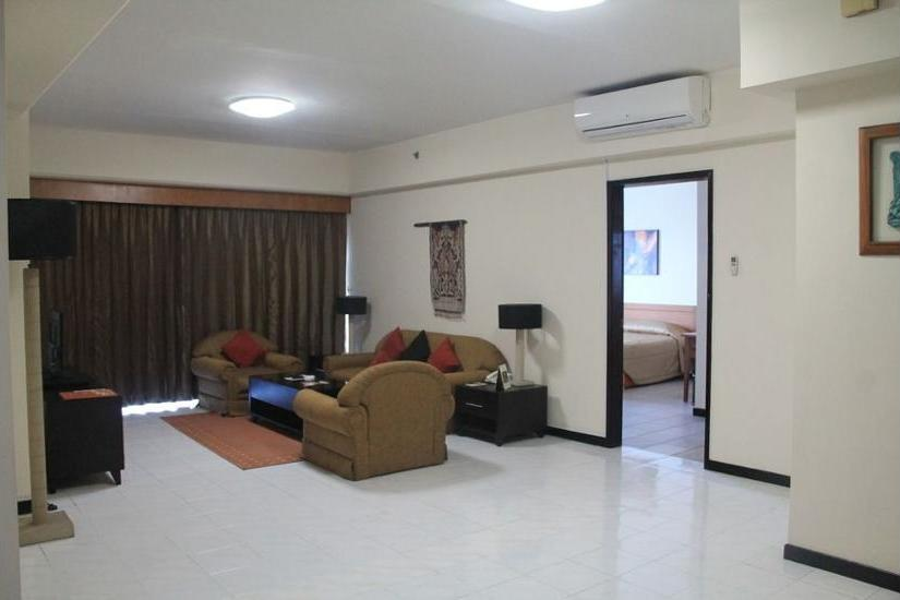 Somerset Surabaya Hotel Surabaya - Living Room