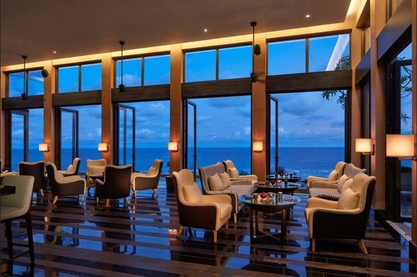 The Ritz-Carlton Bali - Hotel Bar