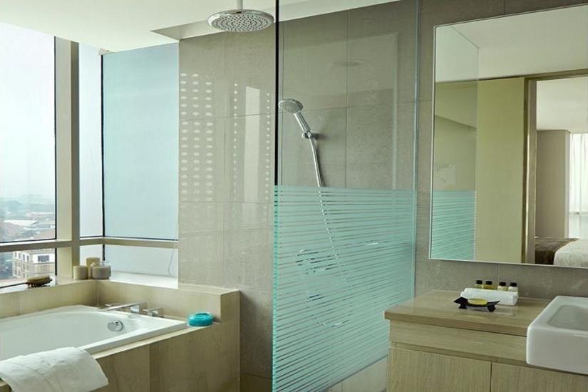 Fraser Residence Menteng - Bathroom