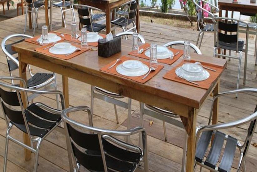 Waecicu Beach Inn Flores - Meja Makan