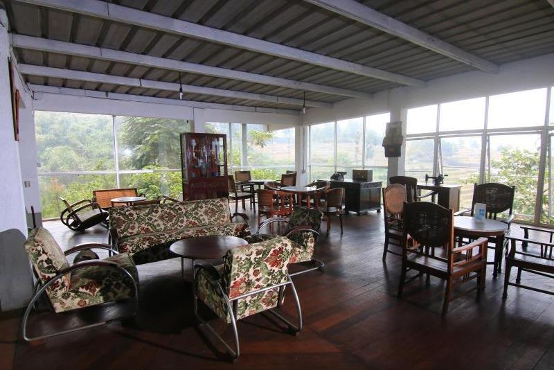 Dulang Resort and Resto Bandung - Lobby