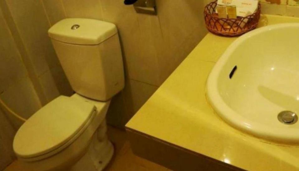 Graha Sriwijaya Hotel Palembang - Bathroom