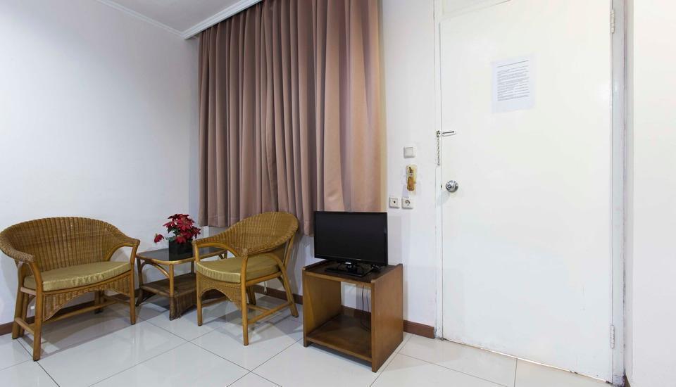 RedDoorz near Gondangdia Station Jakarta - RedDoorz Room Special Promo Gajian!