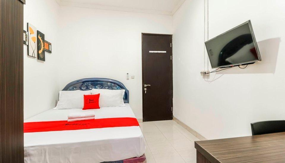 RedDoorz Plus near Trisakti University Jakarta - RedDoorz Room Regular Plan
